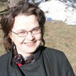 Annika Eräpuro on lasten- ja nuortenkirjailija sekä kaunokirjallisuuden kääntäjä. Lisäksi hän on tehnyt romaanien näyttämösovituksia mm. Pessin ja Illusian Kansallisteatterille.